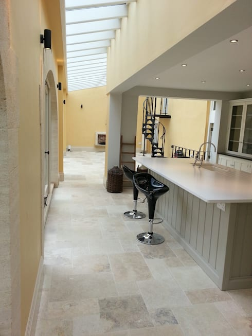 Country mix tumbled travertine by floors of stone ltd homify for Country floors tile