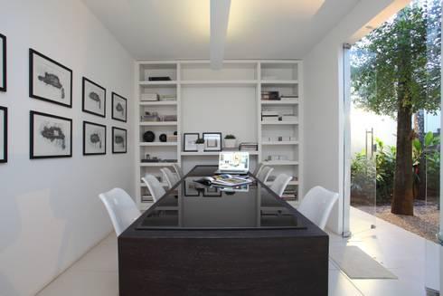 Escritório de Arquitetura: Escritórios  por Ana Paula e Sanderson Arquitetura