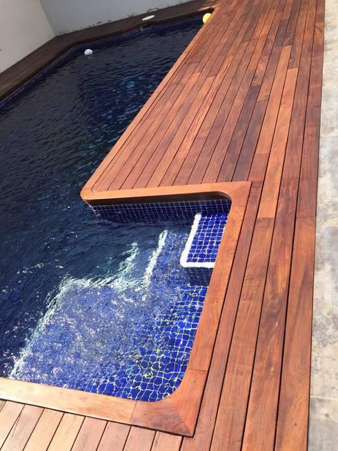 Restauración de madera IPE piscina: Piscinas de estilo  de PINTFER DECORACIÓ, SL.