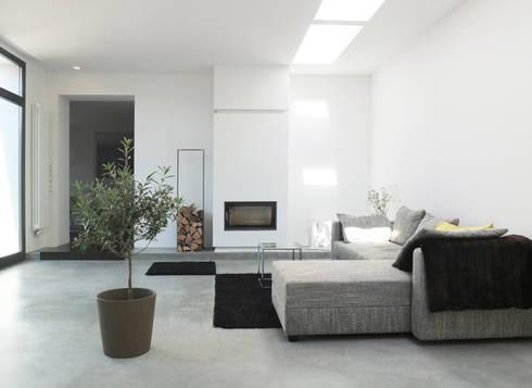 Reduzierte Materialwahl Im Wohnraum: Moderne Wohnzimmer Von Qbus Architektur  U0026 Innenarchitektur