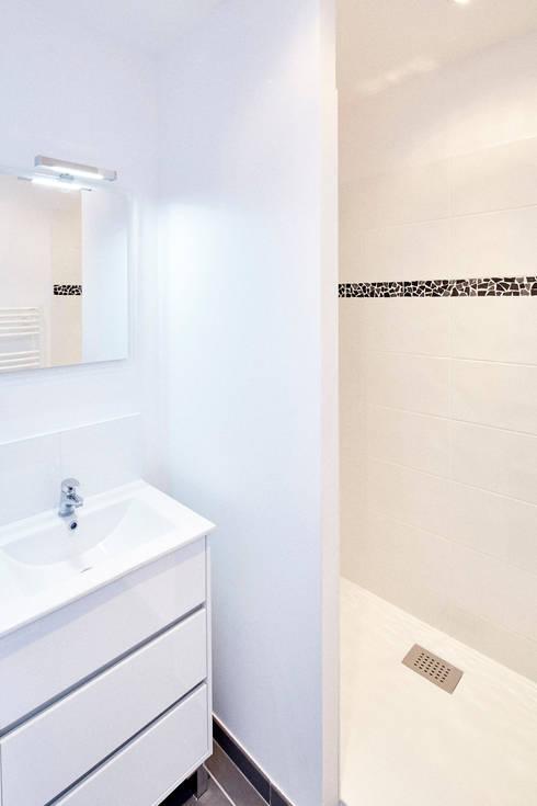 RÉHABILITATION LOGEMENTS COLLECTIFS: Salle de bains de style  par Cendrine Deville Jacquot, Architecte DPLG, A²B2D