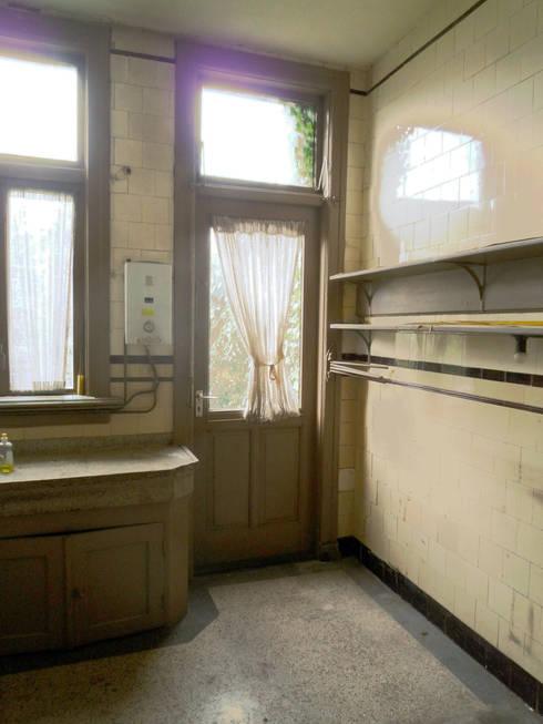 keuken, oude situatie:   door Voorwinde Architecten