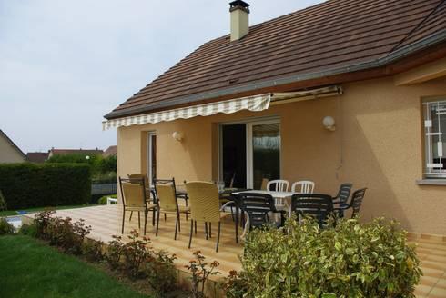 Terrasse et aménagement piscine von AD2 | homify