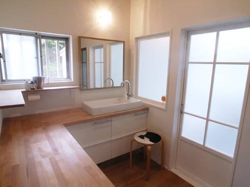 「AKIYA HOUSE」: vibe design inc.が手掛けた浴室です。