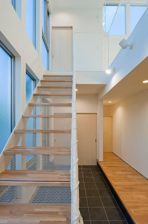 町田の家: 萩原健治建築研究所が手掛けた廊下 & 玄関です。