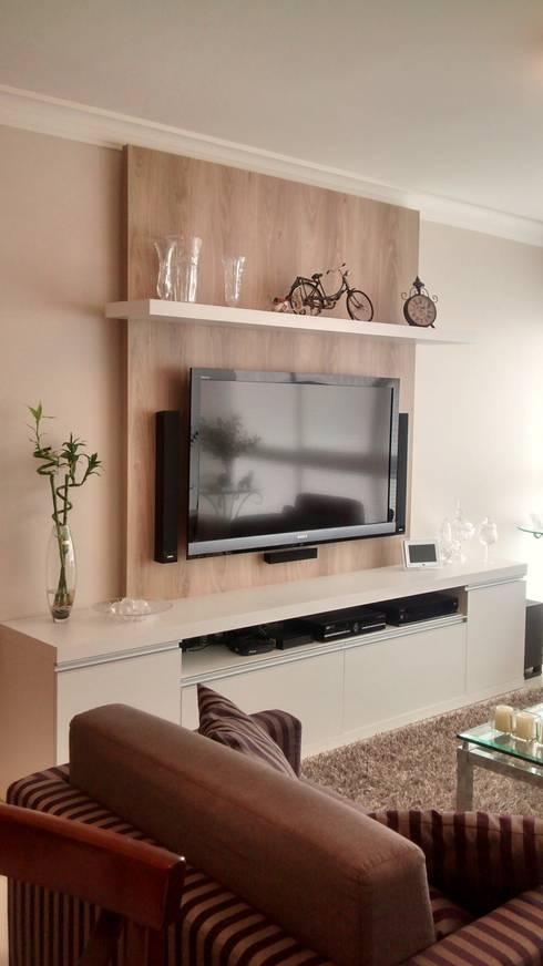 Apartamento : Salas de estar modernas por Daniela Coutinho Arquitetura e Interiores