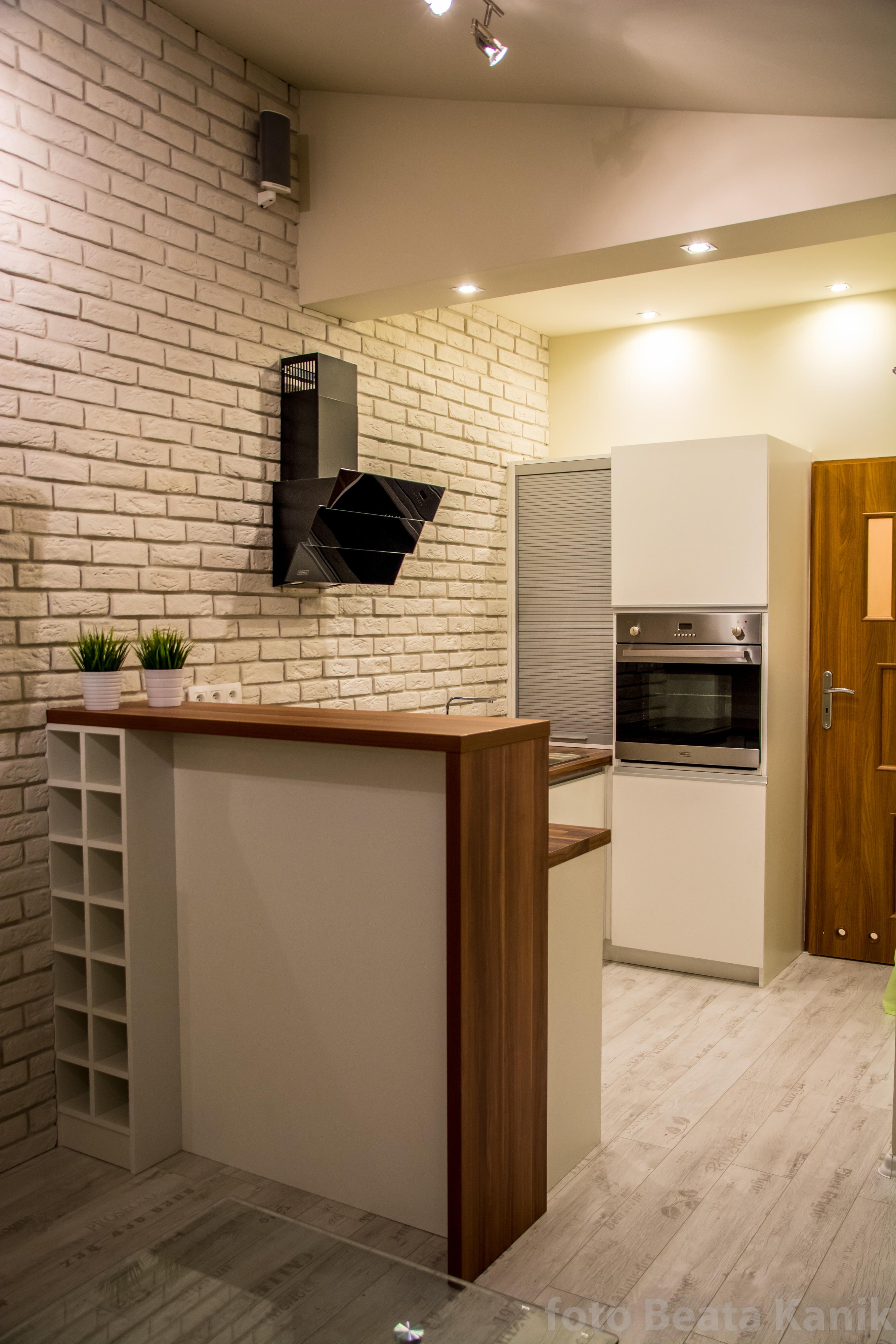 Kawalerka Kęty: styl , w kategorii Kuchnia zaprojektowany przez Studio Mirago