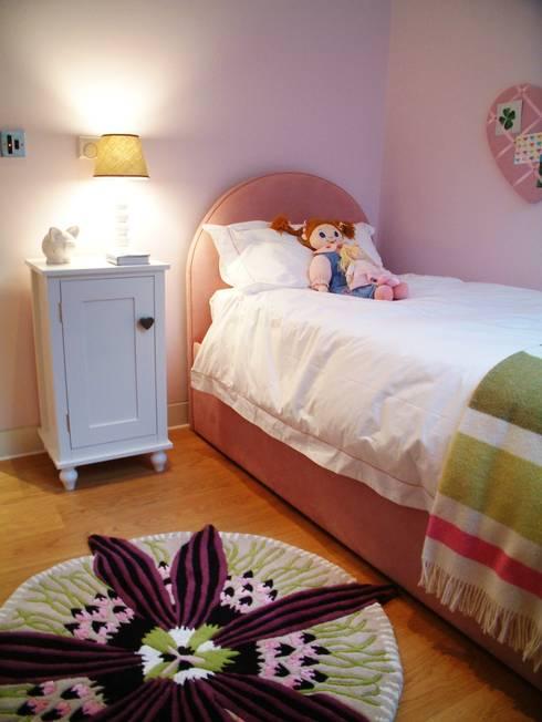 Daughter's Bedroom: modern Nursery/kid's room by Space Alchemy Ltd