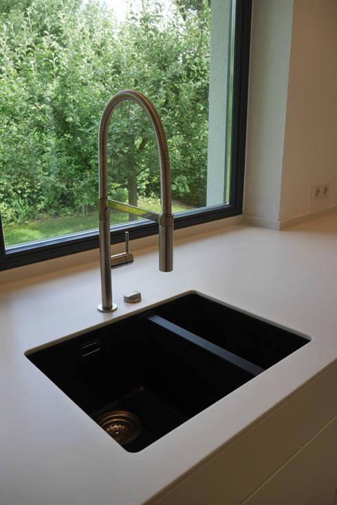 moderne k che mit insel von teamlutzenberger homify. Black Bedroom Furniture Sets. Home Design Ideas