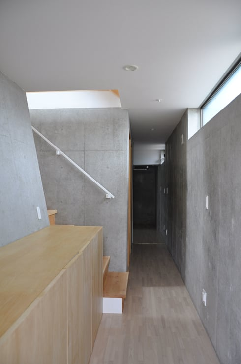 玄関: 清正崇建築設計スタジオが手掛けた廊下 & 玄関です。