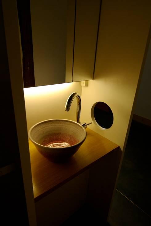 洗面コーナー: 兵藤善紀建築設計事務所が手掛けたです。