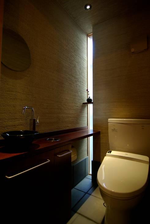 トイレ: 兵藤善紀建築設計事務所が手掛けたです。