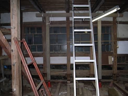 工事中の様子/ジャッキアップ: 兵藤善紀建築設計事務所が手掛けたです。