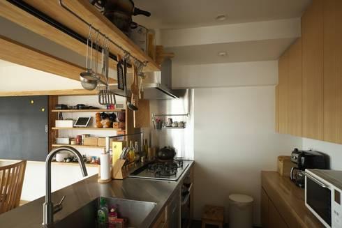 インナーテラスのある最上階暮らし: 株式会社エキップが手掛けたキッチンです。