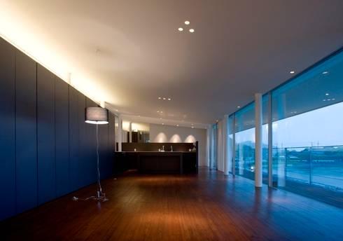 wada house: 髙岡建築研究室が手掛けたリビングです。