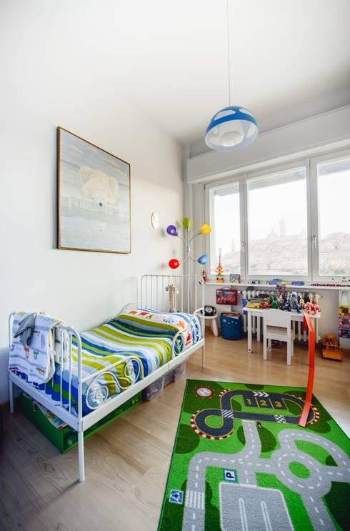 Luce naturale nella stanza dei bambini: Stanza dei bambini in stile in stile Moderno di Studio Prospettiva