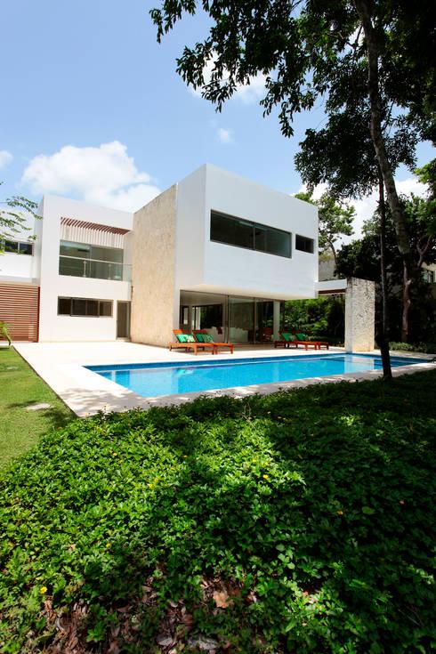 Casa T: Casas de estilo moderno por Enrique Cabrera Arquitecto