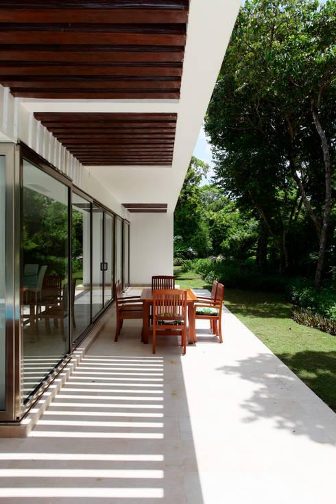 Casa T: Terrazas de estilo  por Enrique Cabrera Arquitecto