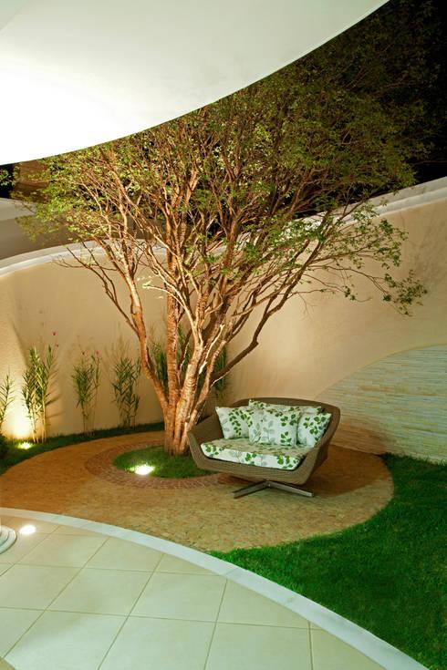 庭院 by Arquiteto Aquiles Nícolas Kílaris