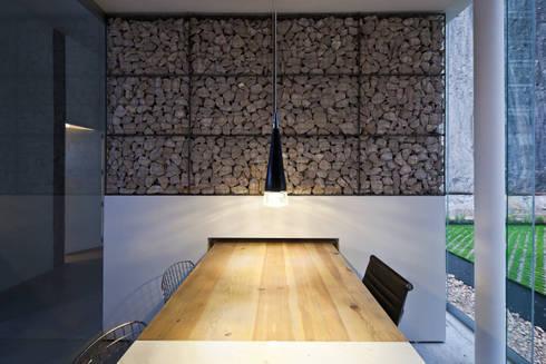 Blum showroom: Oficinas y tiendas de estilo  por Taller David Dana
