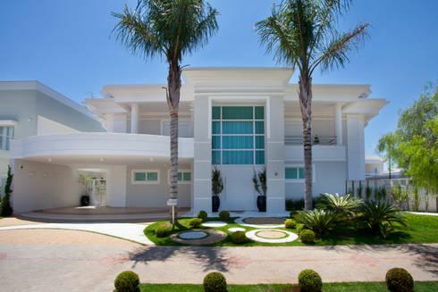 Casa curvas no neocl ssico by arquiteto aquiles n colas - Modelos de casas de un piso bonitas ...