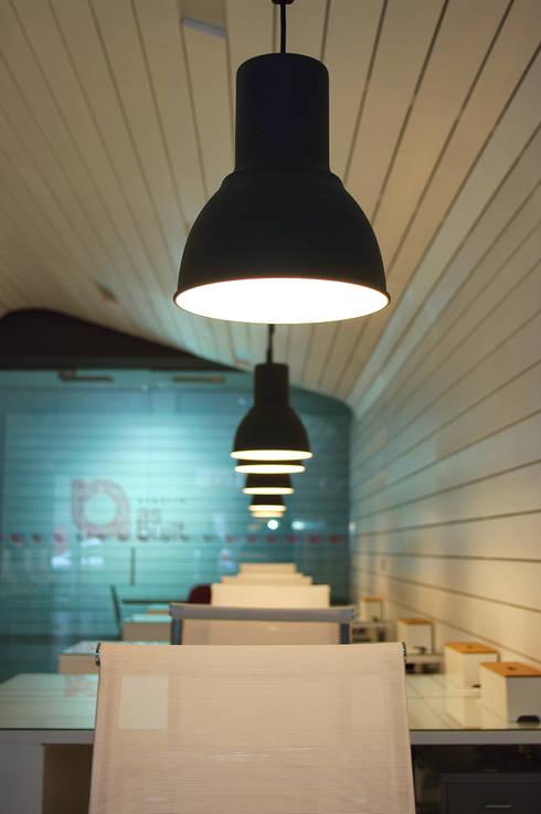 Oficinas y Tiendas de estilo  por as-built ARQUITECTURA INTERIORISMO INFOGRAFIA