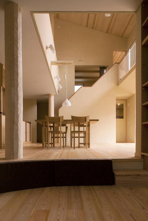 Bulatハウス: しまだ設計室が手掛けたダイニングです。
