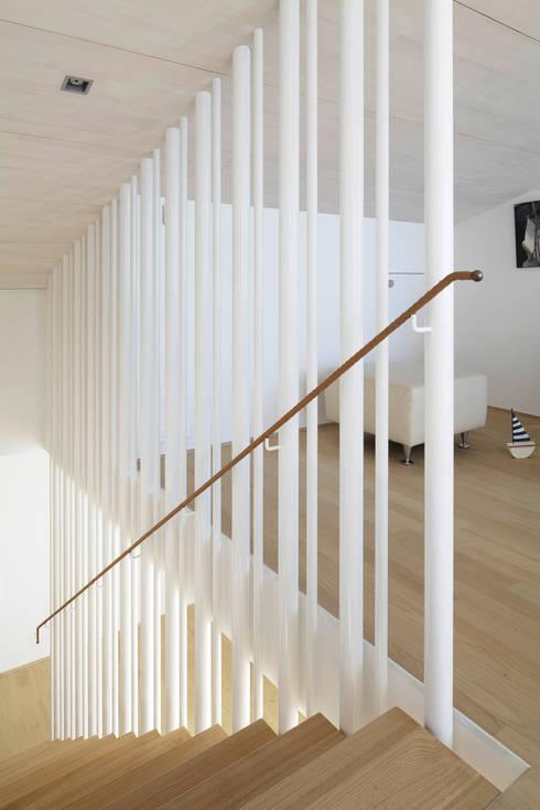 Um- und Ausbau Einfamilienhaus in Vitznau, Luzern:  Flur & Diele von Forsberg Architekten AG
