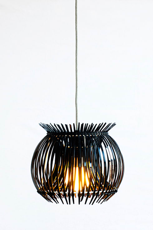 Ti Light: industriële Woonkamer door kimik design