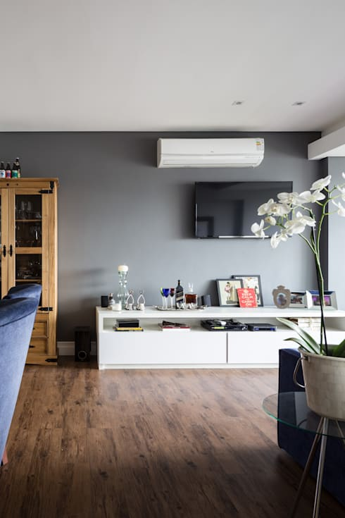 Sala de estar: Salas de estar modernas por Juliana Damasio Arquitetura