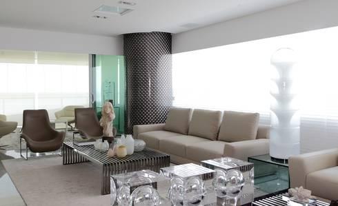 APARTAMENTO 400m2 - AV BOA VIAGEM - RECIFE/PE: Salas de estar modernas por ROMERO DUARTE & ARQUITETOS