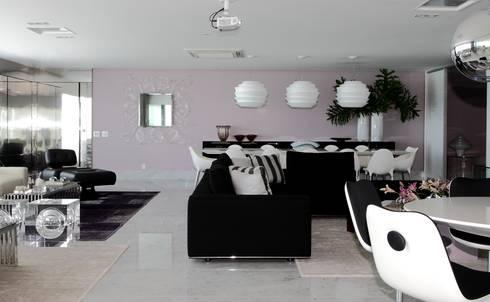 APARTAMENTO 400m2 – AV BOA VIAGEM – RECIFE/PE: Salas de estar modernas por ROMERO DUARTE & ARQUITETOS