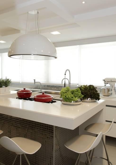 Projekty,  Kuchnia zaprojektowane przez ROMERO DUARTE & ARQUITETOS