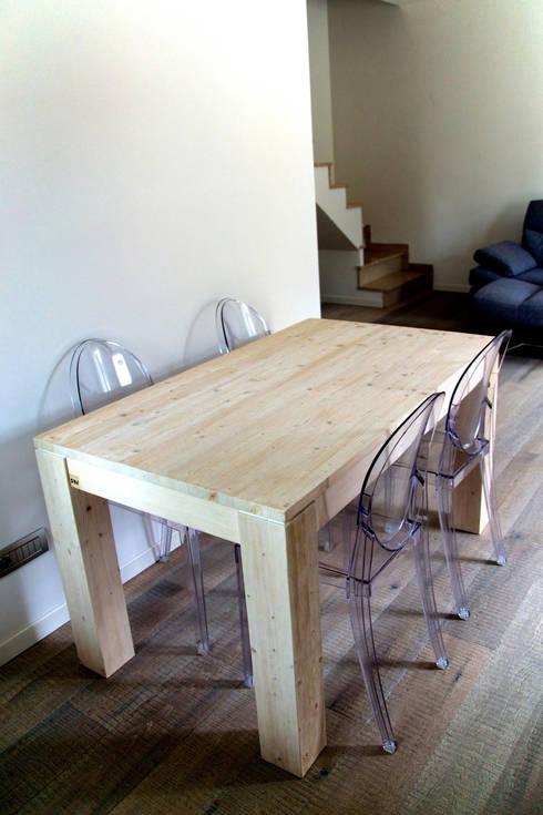 SEQUOIA: Sala da pranzo in stile in stile Moderno di SharpWoodDesign