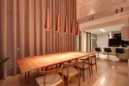 Residência TF: Salas de jantar modernas por ÓBVIO: escritório de arquitetura