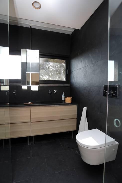 Renovação moradia em Birre II   Cascais: Casas de banho modernas por shfa