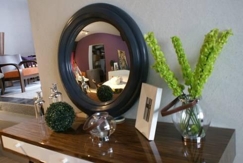 Mueble para vestíbulo: Vestíbulos, pasillos y escaleras de estilo  por Jacobs Interiorismo