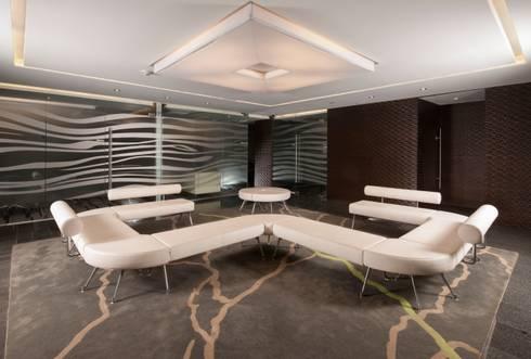 Torre Helicon: Edificios de Oficinas de estilo  por UNUO Interiorismo