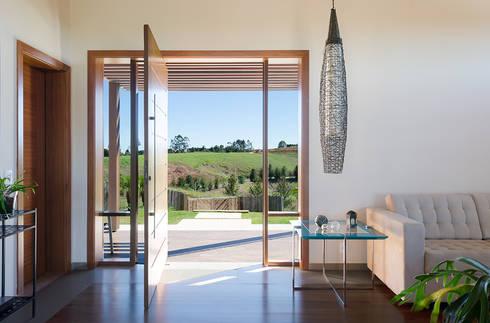 Casa Manacás: Salas de estar minimalistas por NOMA ESTUDIO