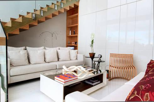 Casa Alphaville | Cond. das Árvores: Salas de estar modernas por Maina Harboe Arquitetura