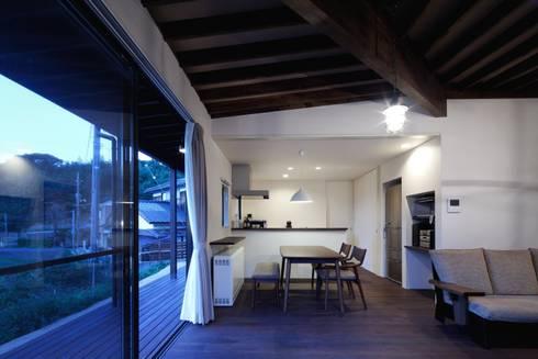 長門の家 House In Nagato: 飯塚建築工房が手掛けたダイニングです。