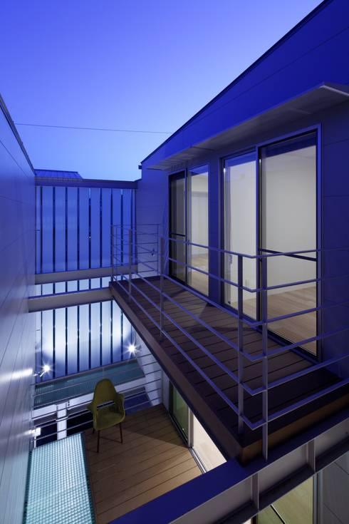 段原の家 House In Danbara: 飯塚建築工房が手掛けたベランダです。