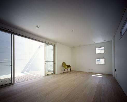 段原の家 House In Danbara: 飯塚建築工房が手掛けたリビングです。