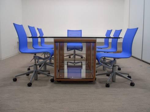 SANSHIBA Glass factory: MOAが手掛けた勉強部屋/オフィスです。