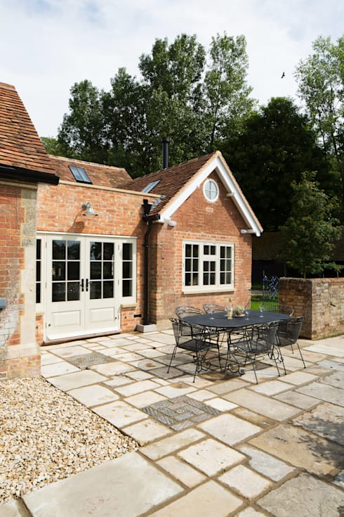 Traditional Farmhouse Kitchen Extension, Oxfordshire: country Kitchen by HollandGreen