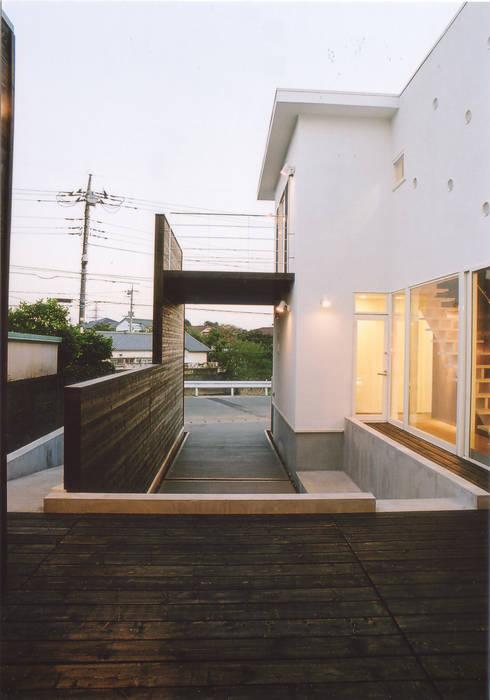 コートヤード: 阿部泰道建築設計事務所が手掛けた庭です。
