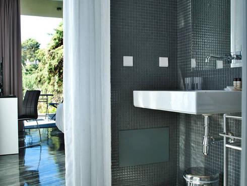 Casa Vela | Guest House: Casas de banho modernas por shfa
