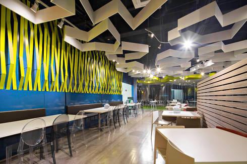 TP Puebla: Comedores de estilo moderno por IAARQ (Ibarra Aragón Arquitectura SC)