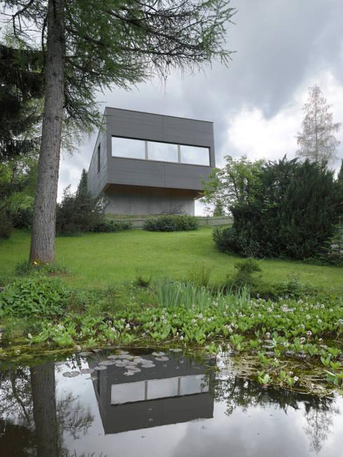 Passivhaus Vogel: moderne Häuser von Diethelm & Spillmann