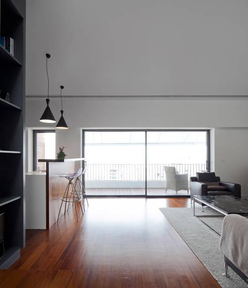 Apartamento na Lapa: Salas de estar modernas por RRJ Arquitectos